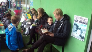 'Drop everything & Read' day! We read in the playground (1)